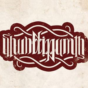 Амбиграмма – это каллиграфический узор, позволяющий совместить два различных прочтения из одного и того же набора линий (Википедия). Другими словами, текст, который можно читать, и перевернув его вверх ногами. Амбиграммы часто используются при создании логотипов компаний. Давайте рассмотрим некоторые интересные примеры амбиграм.